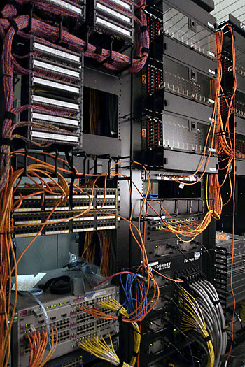 communication_equipment_rack-2